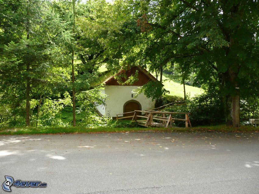 domek, ulica, drzewa, drewniany most