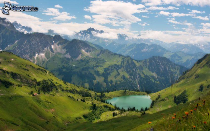 Alpy, górskie jezioro, chmury