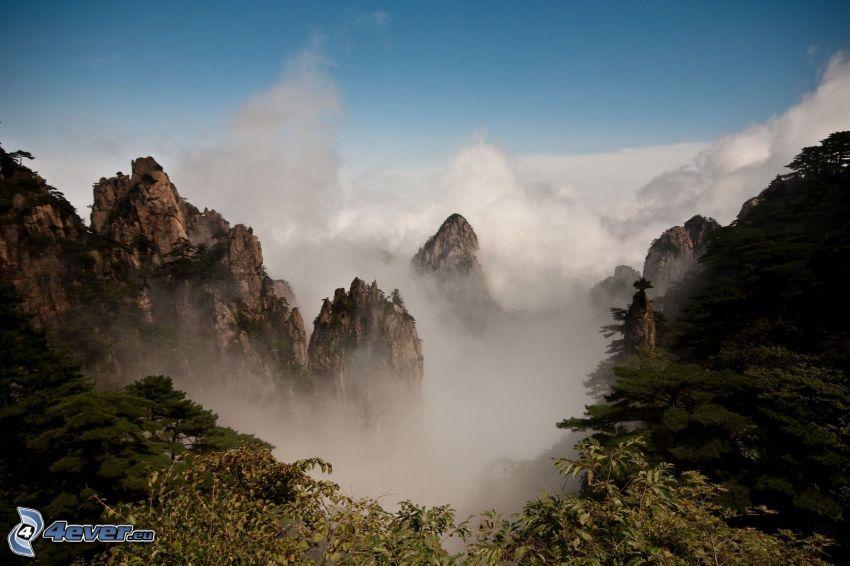 Huangshan, góry skaliste, chmury