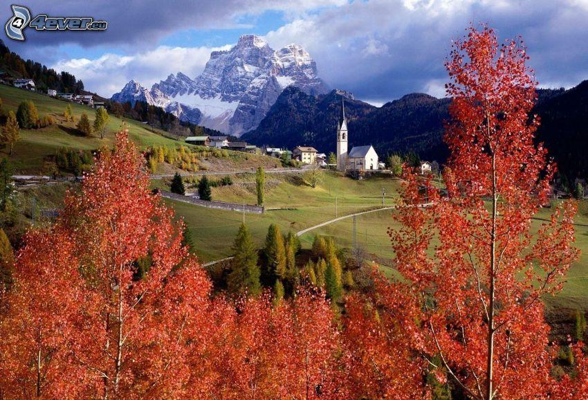 jesienne drzewa, dolina, góra skalista, śnieg