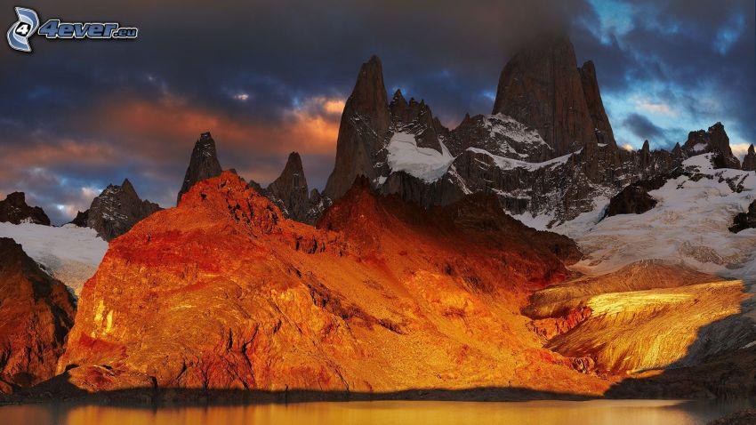 Mount Fitz Roy, góry skaliste, górskie jezioro