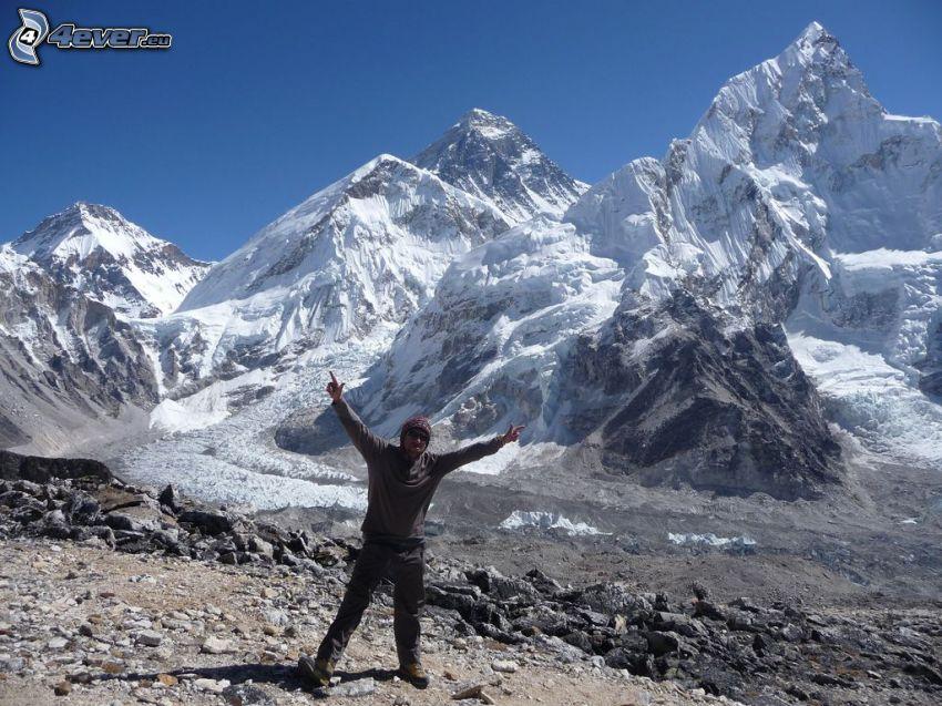 Mount Nuptse, turysta, zaśnieżone góry, Nepal