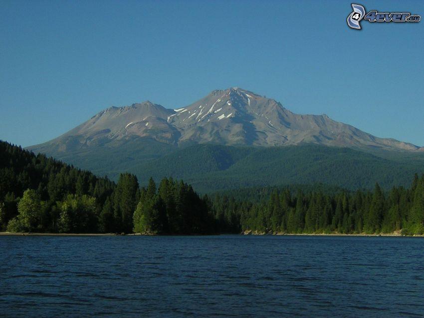 Mount Shasta, góra skalista, górskie jezioro, las