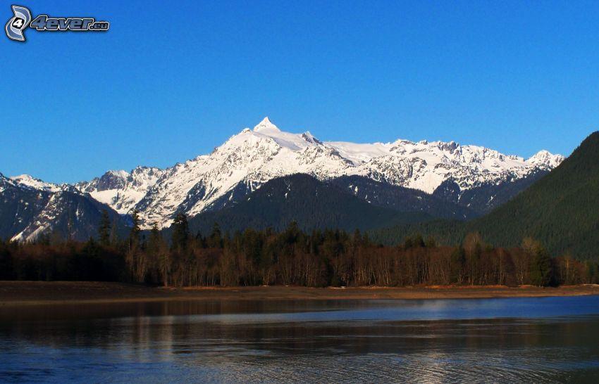 Mount Shuksan, zaśnieżone pasmo górskie, jezioro, las