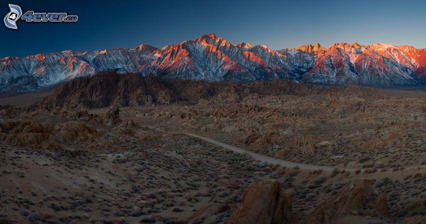 pustynny krajobraz, zaśnieżone góry