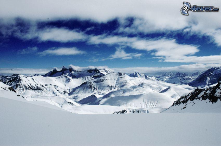 zaśnieżone góry, chmury