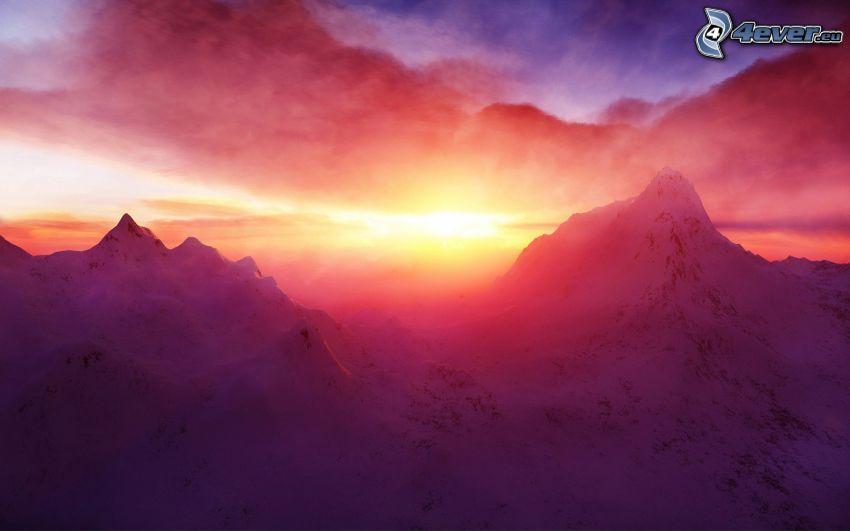 zaśnieżone góry, zachód słońca w górach