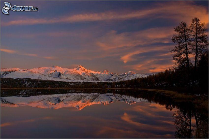jezioro, zaśnieżone góry, po zachodzie słońca