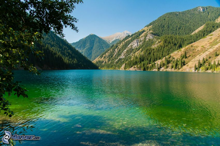 Kolsai Lakes, górskie jezioro, pasmo górskie
