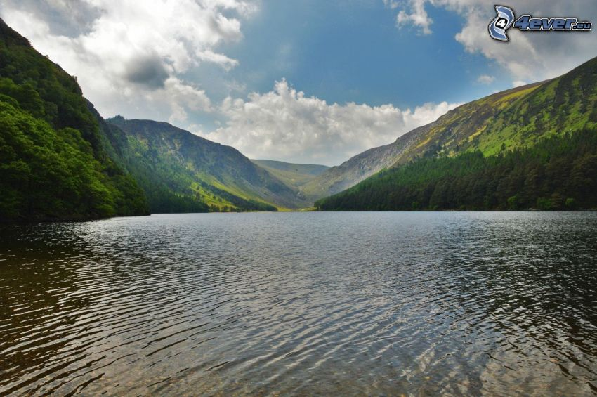 Kolsai Lakes, wzgórza, chmury