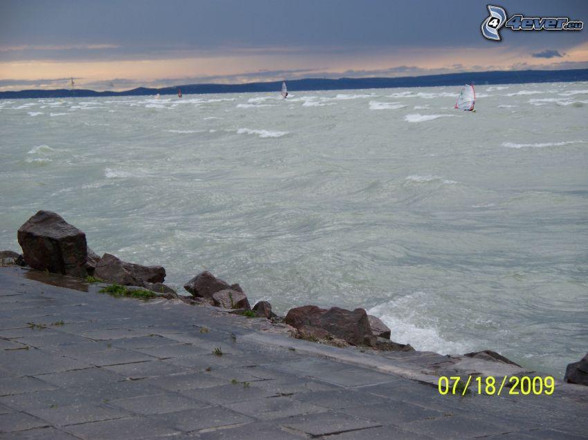 Balaton, jezioro, fale, windsurfing
