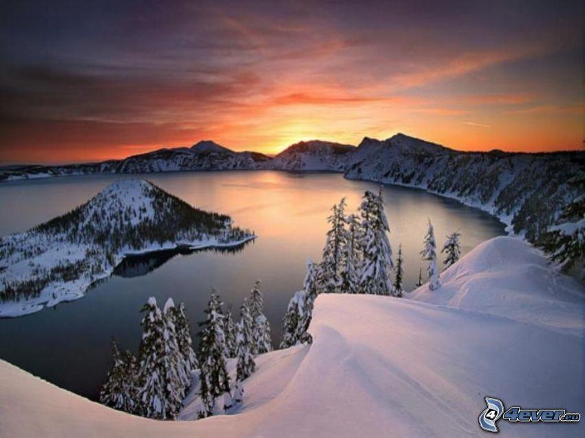 Crater Lake, wyspa Wizard, Oregon, jezioro, góry, śnieg, niebo