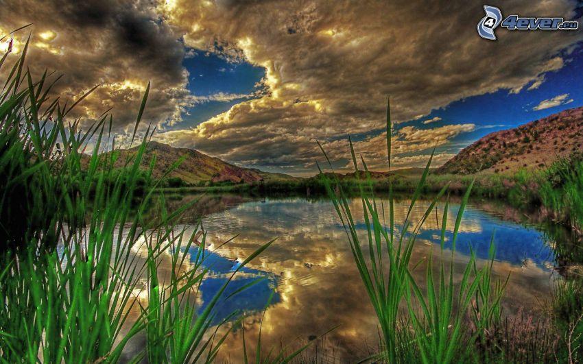 jezioro, słońce za chmurami, wysoka trawa, odbicie, HDR