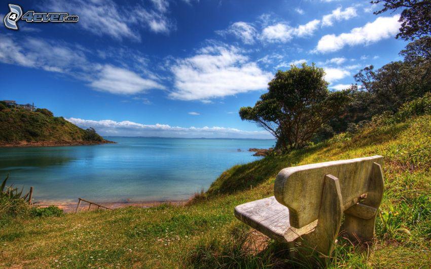 ławeczka nad jeziorem, niebo, HDR