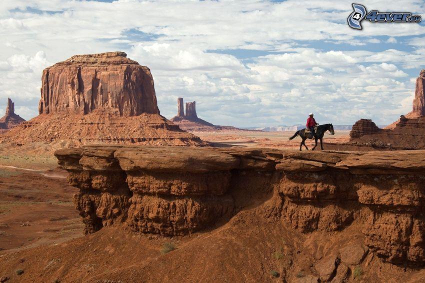 Monument Valley, pustynne skały, kowboj, brązowy koń