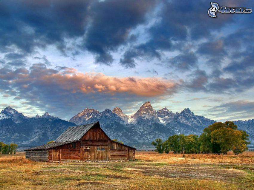 Moulton Ranch, amerykańska farma, Grand Teton, Park Narodowy, chmury, góry