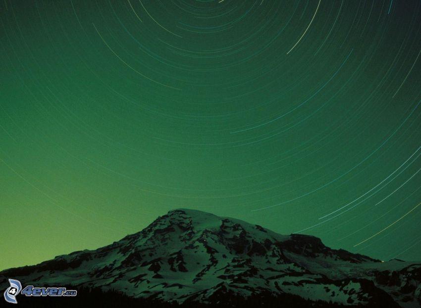 zaśnieżona góra, gwiaździste niebo, niebo w nocy, obrót Ziemi