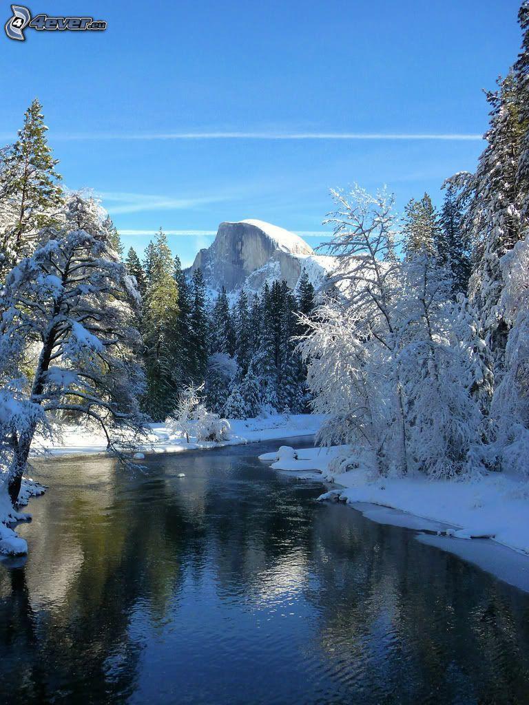 zaśnieżony Park Narodowy Yosemite, Half Dome, rzeka, zamarznięty las