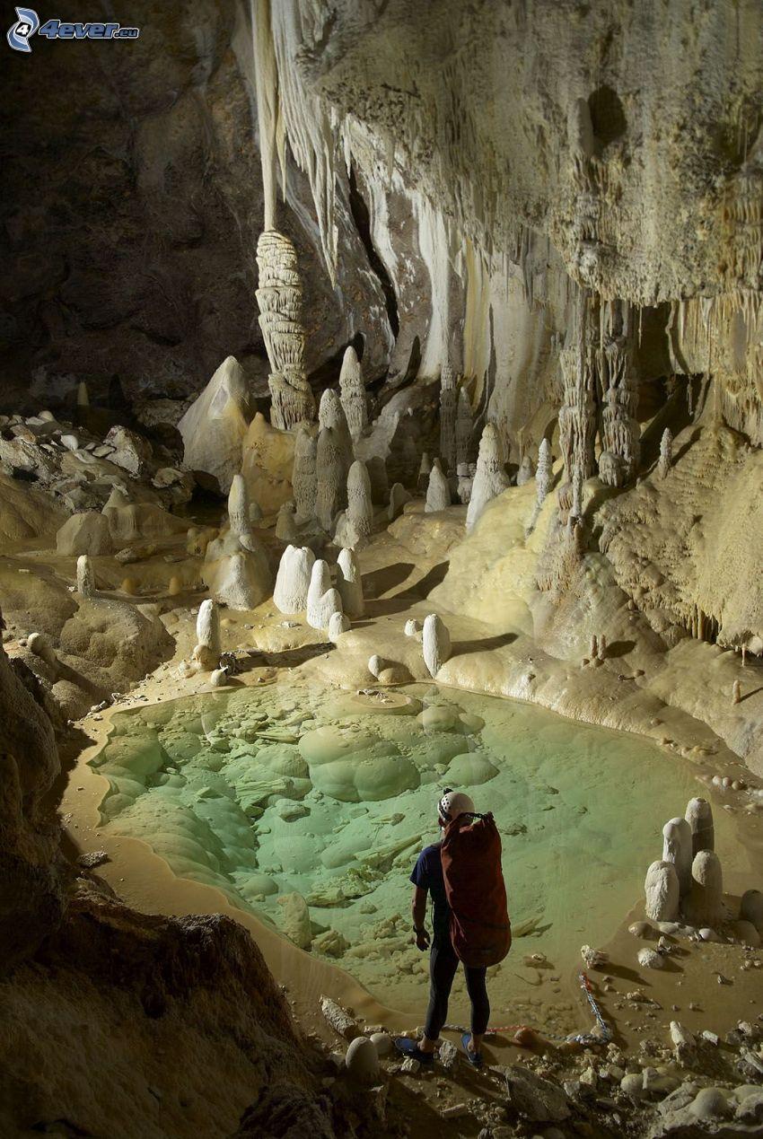 Lechuguilla, New Mexico, jaskinia, stalaktyty, stalagmity, jeziorko, turysta