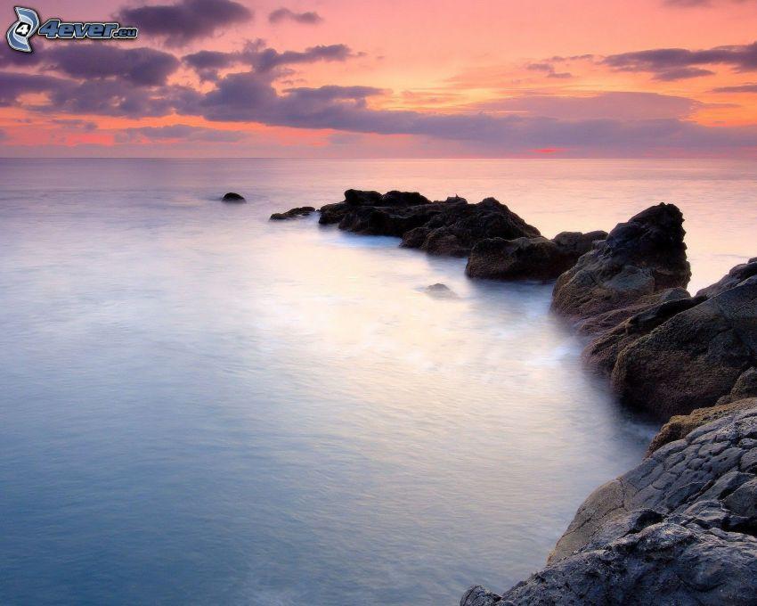 kamieniste nadbrzeże, morze, niebo