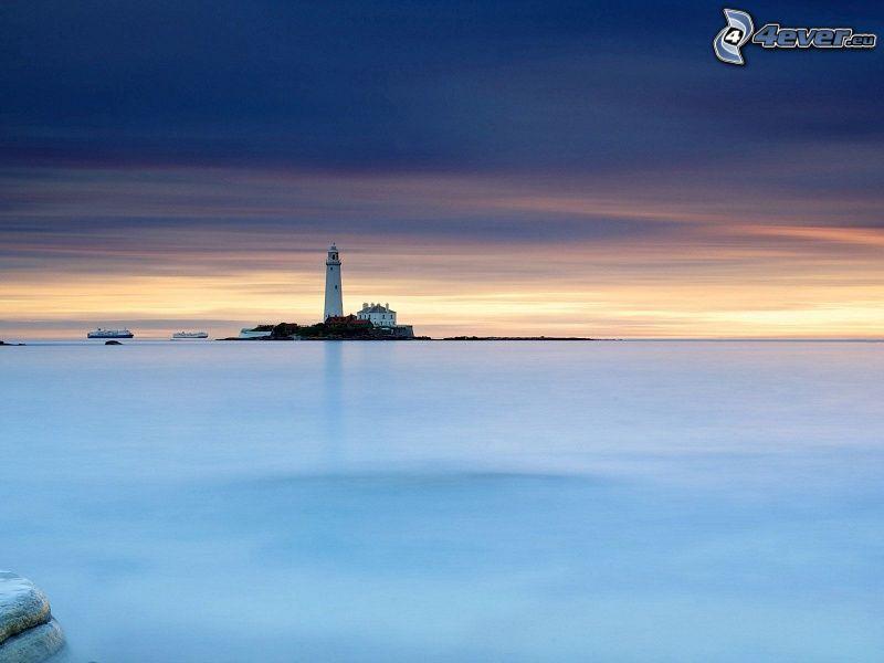 latarnia morska na wyspie, morze, wieczór