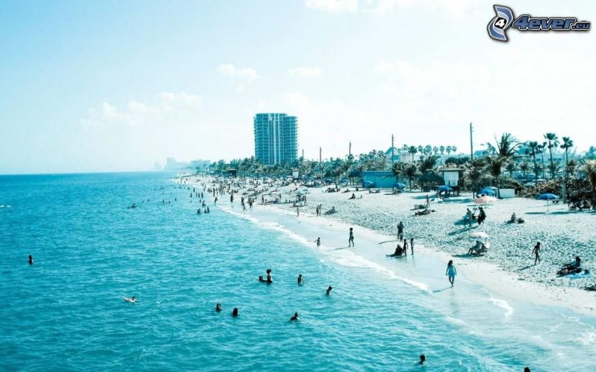 lazurowe morze, plaża, ludzie