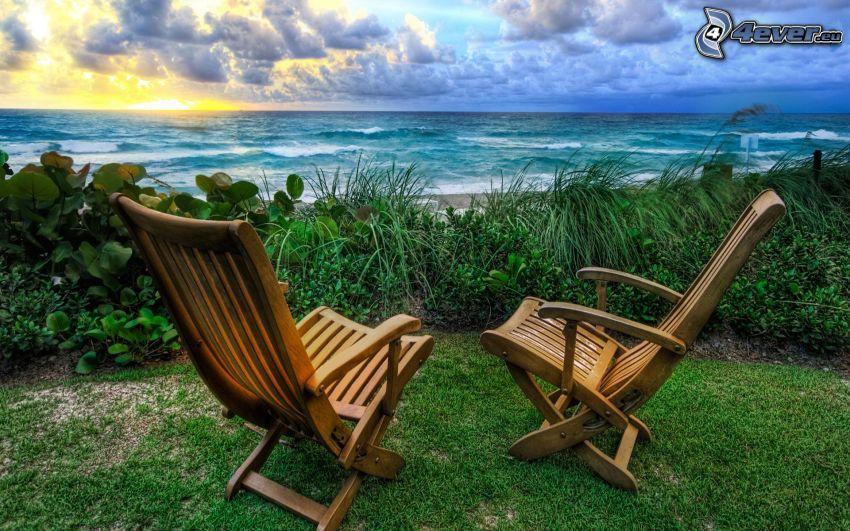 leżaki, morze otwarte, po zachodzie słońca