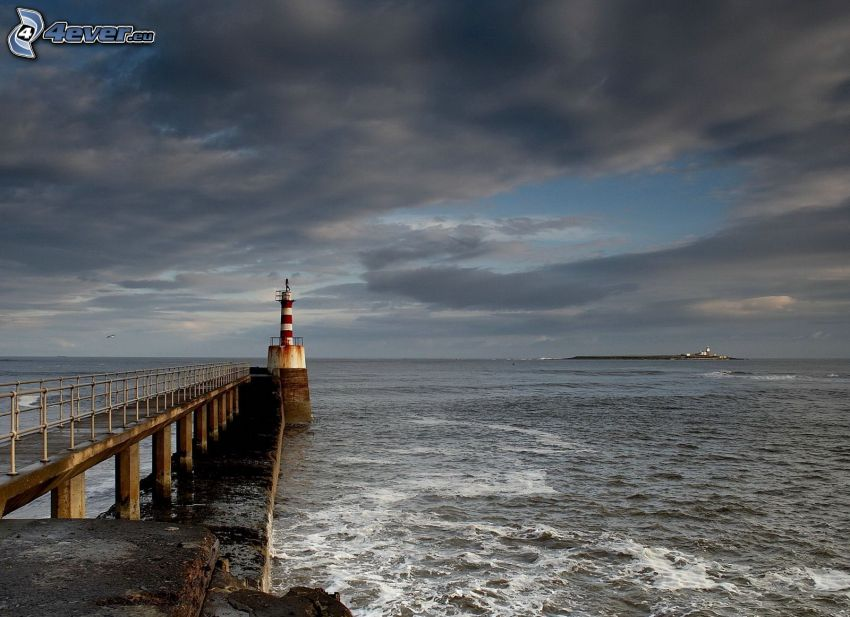 molo z latarnią morską, morze
