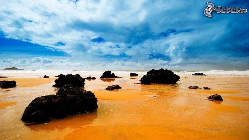 morze, kamienista plaża, chmury