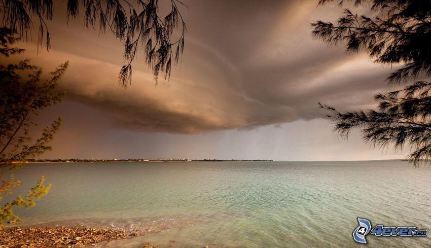 morze, kamienista plaża, chmury burzowe