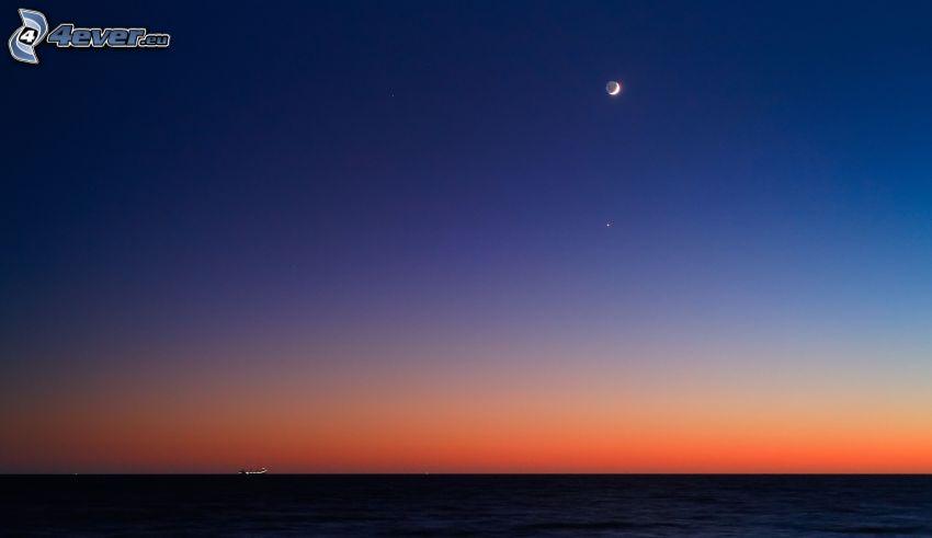morze, niebo o zmroku, księżyc