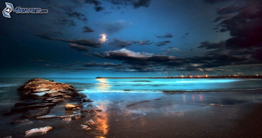 morze wieczorem, księżyc