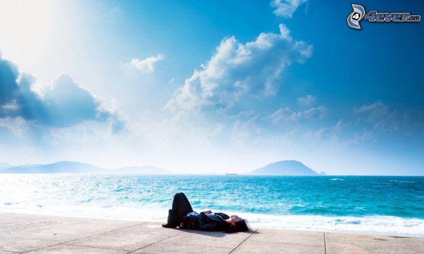 odpoczynek, morze, wyspa, promienie słońca za chmurami