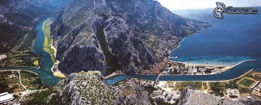 Omiš, Chorwacja, nadmorskie miasteczko, rzeka