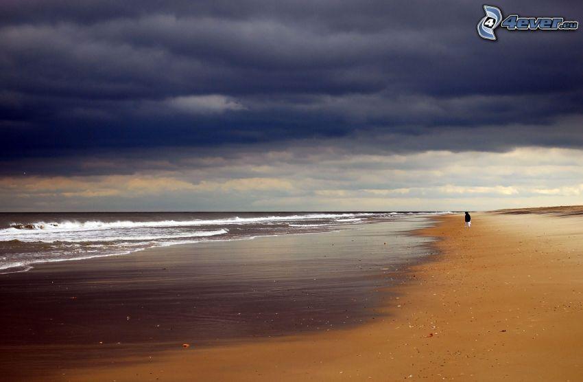 plaża piaszczysta, morze, chmury, człowiek