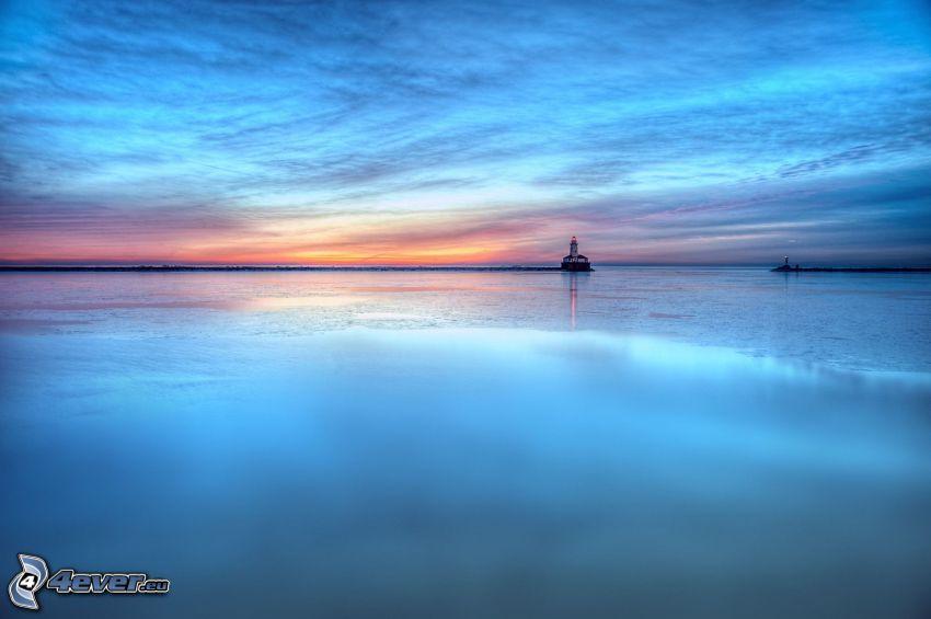 po zachodzie słońca, morze, latarnia morska