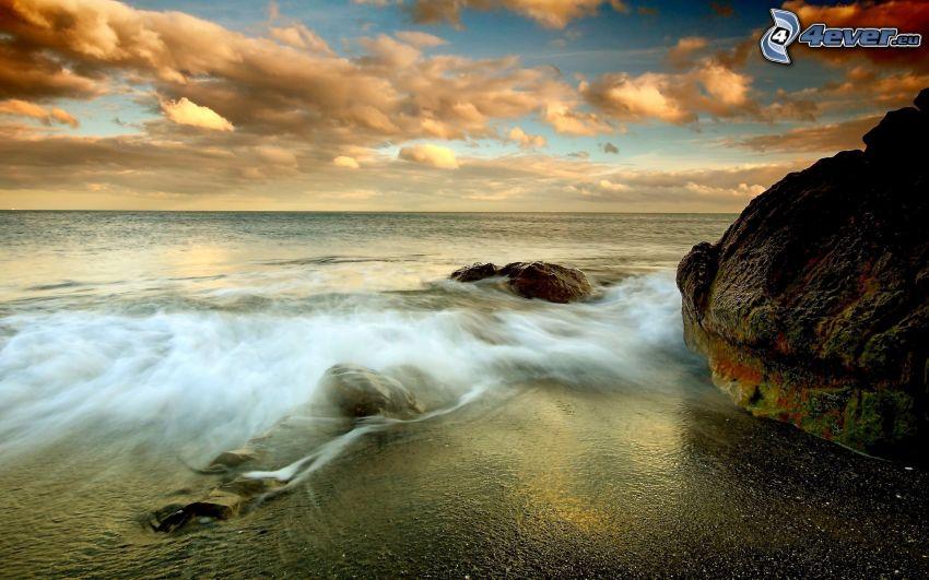 skalisty brzeg, morze, chmury