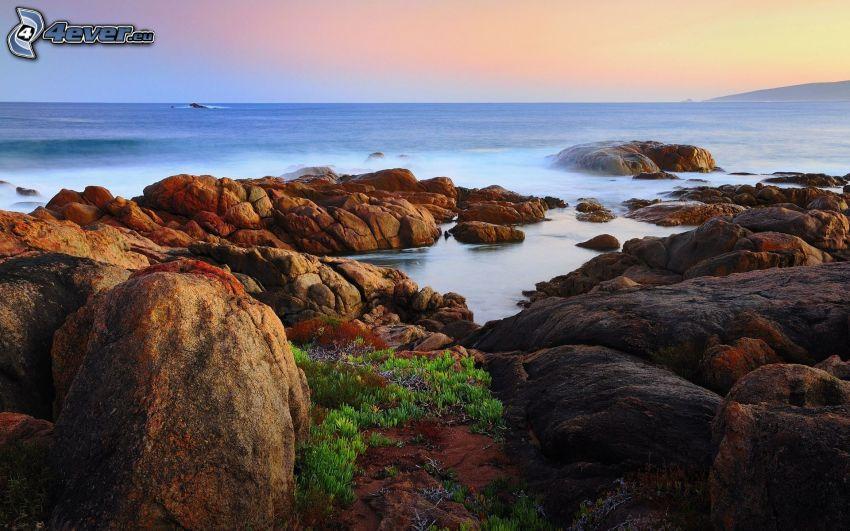 skalisty brzeg, morze, głazy