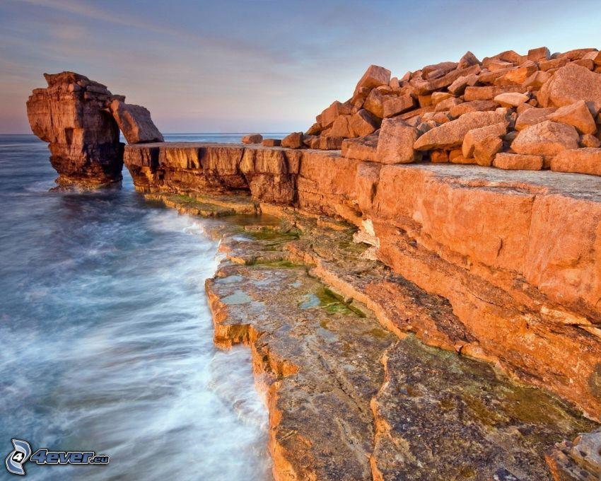 skalisty brzeg, Skały na morzu