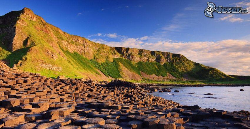 skalisty brzeg, wzgóże ze skały, woda