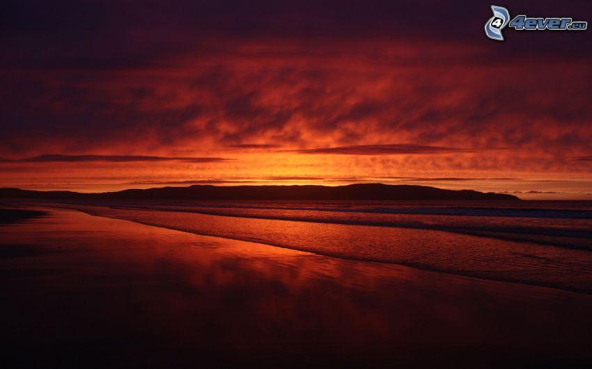 Zachód słońca nad morzem, plaża, wyspa