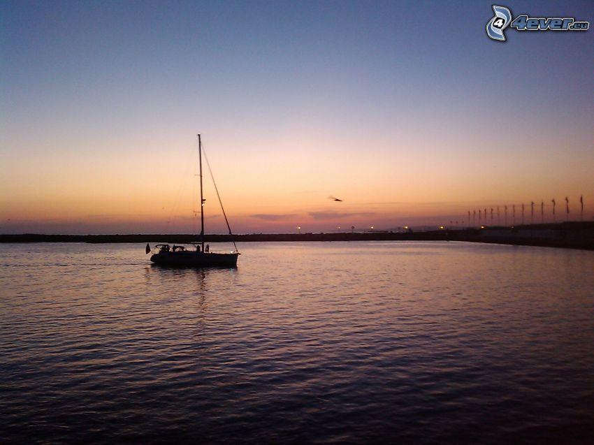 żaglowiec, morze, plaża po zachodzie słońca
