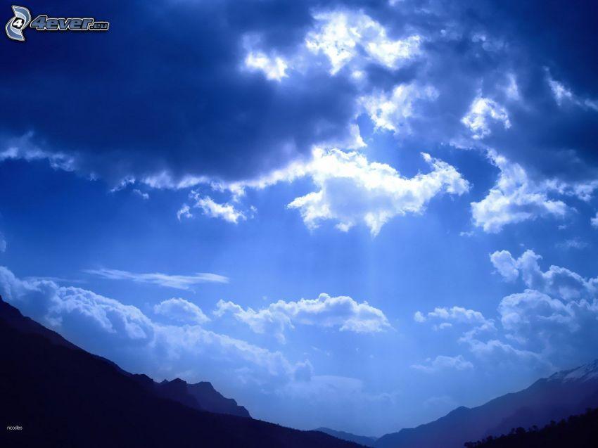 chmury, promienie słoneczne, pasmo górskie