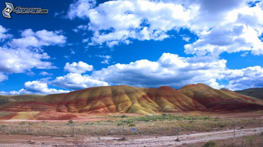 Painted Hills, chmury, Oregon, USA