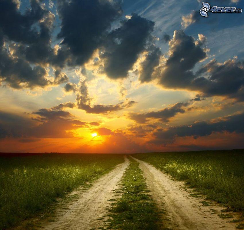 polna droga, pomarańczowy zachód słońca, chmury