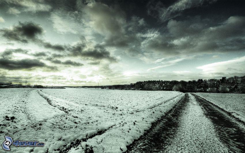 polna droga, śnieg, chmury