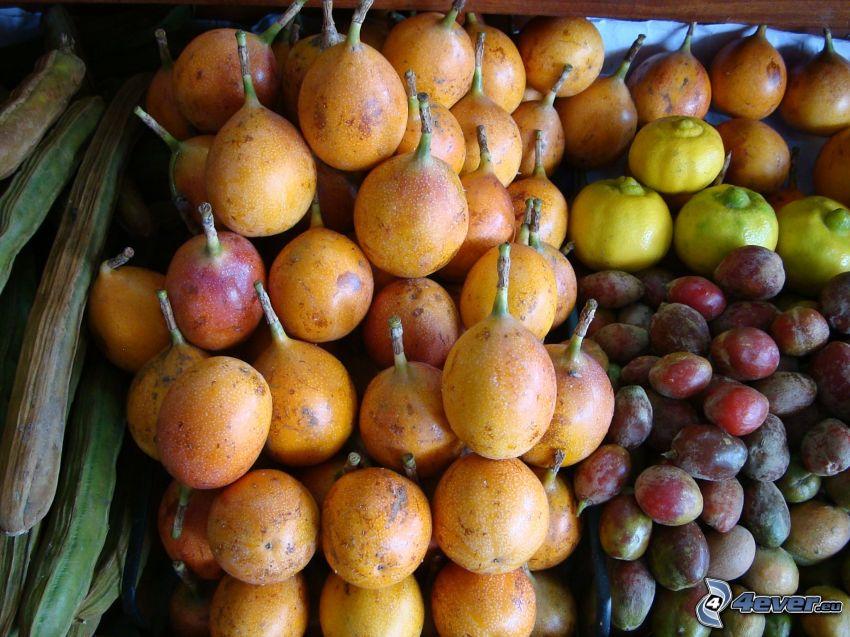 granadilla, śliwki, cytryny