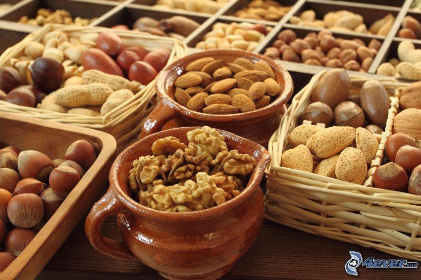 orzechy włoskie, migdały, orzechy laskowe, koszyki