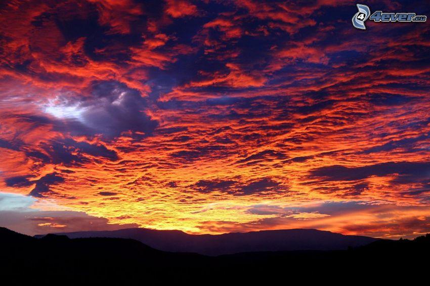 Sedona - Arizona, pasmo górskie, chmury