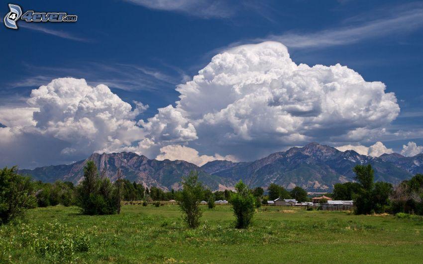 skaliste wzgórza, chmury